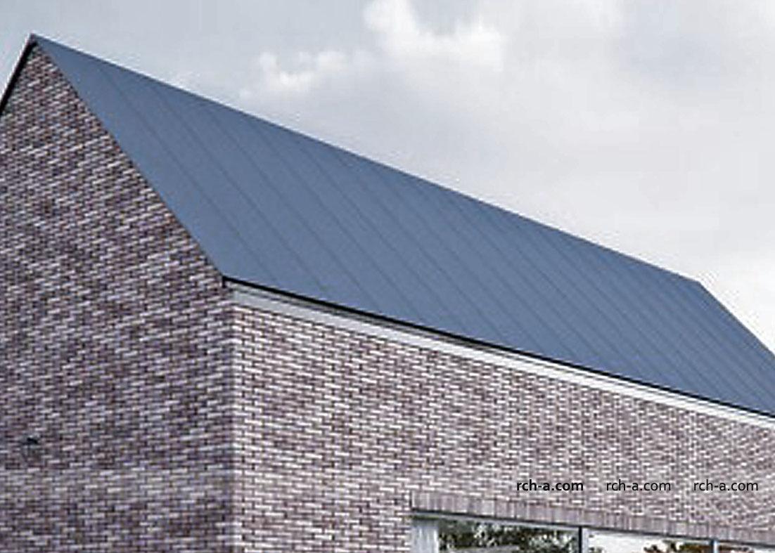 Крыша без свесов. Скрытая водосточная система