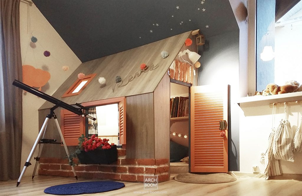 zagospodorowanie miejsca pod skosem dachu w pokoju dzieciecym